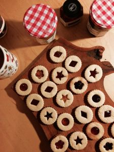 Linzer cookies / jam cookies made for Christmas